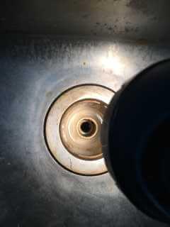 ナイフを落としたキッチンの排水口