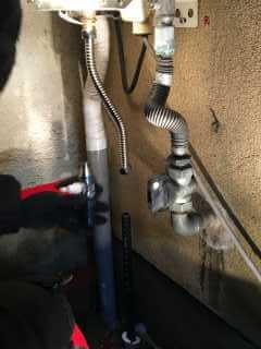 新しい給水管を繋ぐ準備