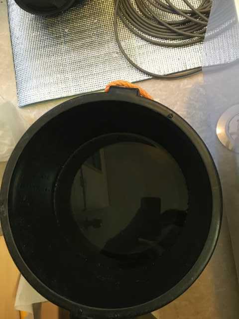 排水管を洗う