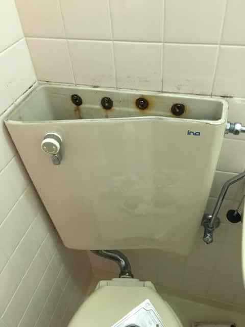 レバーを回しても水が流れないトイレ