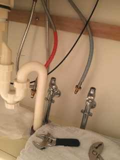 給水・給湯のホースの取り外し