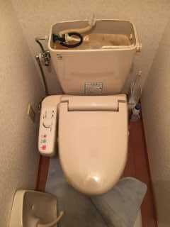 水漏れしているトイレ