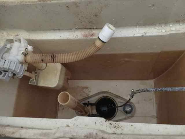 タンクの中の水を排水