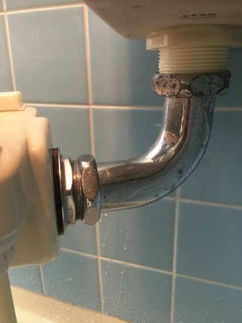 横から見た洗浄管