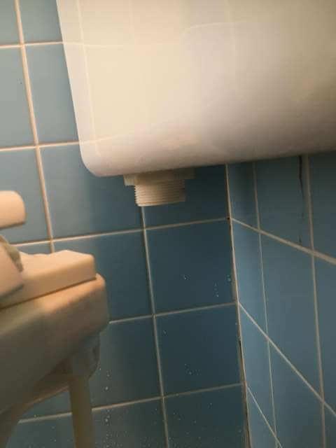 洗浄管の取り外し後のタンク下