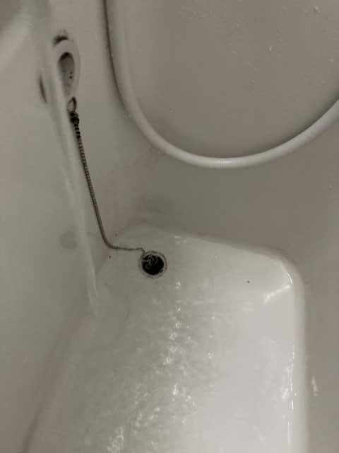 浴槽に水を溜める
