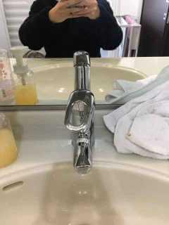 水漏れしている蛇口
