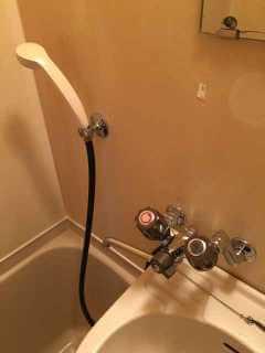 水漏れしているお風呂の蛇口