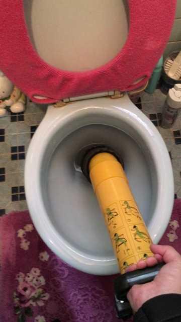 トイレつまり解消作業中