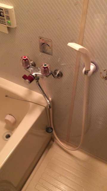 お風呂の水漏れしているKVK製ツーハンドル混合水栓