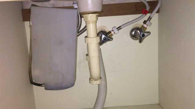 新しい給水と給湯のホース