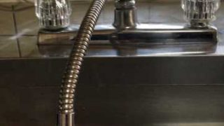 大阪市天王寺区玉造元町 キッチン2ハンドル混合水栓交換作業 水漏れ修理