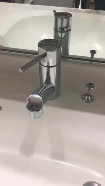 シャワーホースから水漏れしている蛇口(MYMのFB670-005)