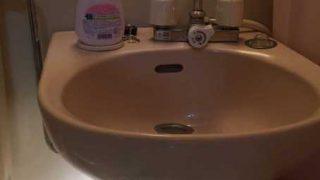 ユニットバスの洗面の排水管から水漏れ・蛇口から水を出したら漏れてくる