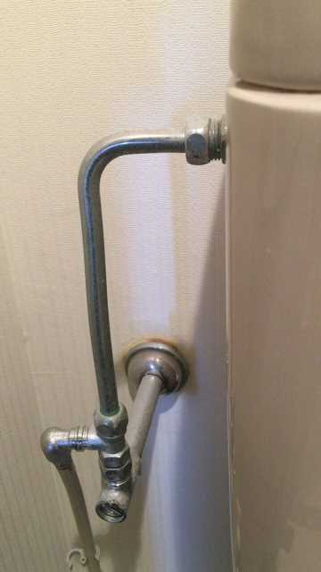 給水管に接続されているヘリューズ管