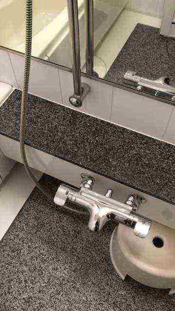 お風呂の水漏れを起こしているyuko製サーモスタット混合水栓