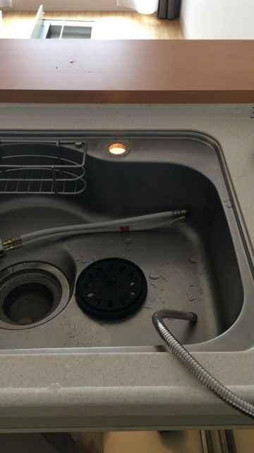 キッチンシンクからワンホール混合水栓取り外し後