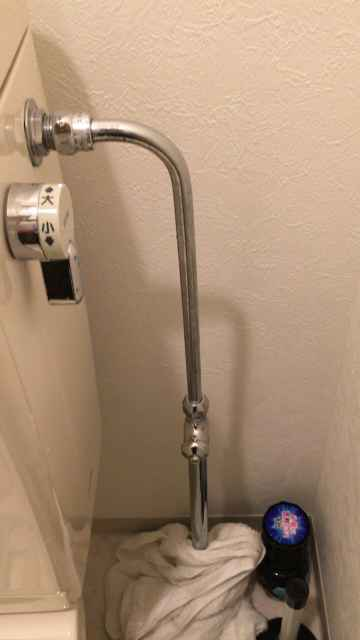 給水管に繋がったヘリューズ管