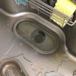 排水がつまっているキッチンシンク