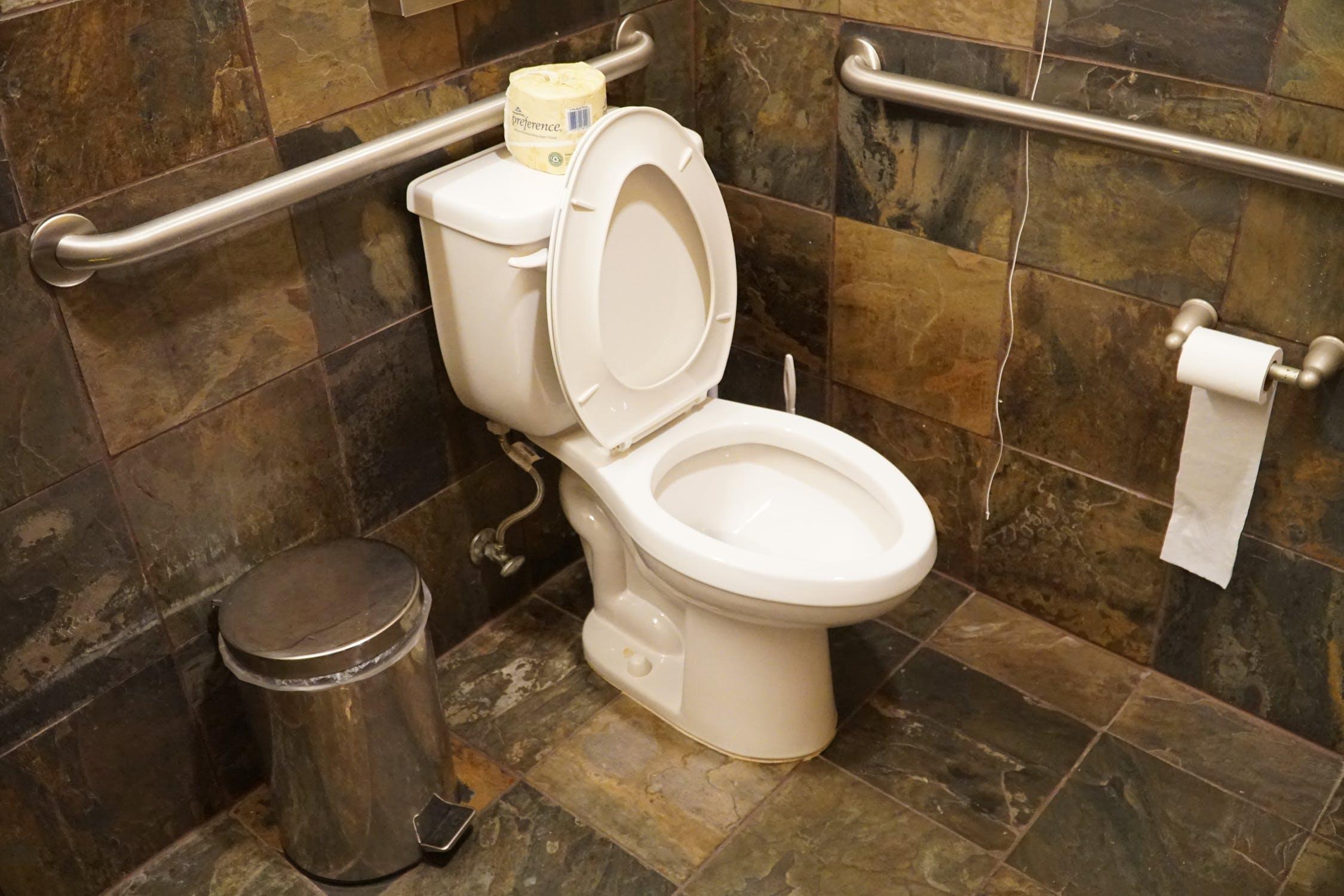 トイレがよく詰まる…頻繁に詰まる原因は何?