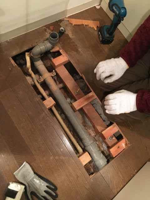 【前編】マンション床下の給湯管から水漏れ!階下の洗面所がびちゃびちゃ