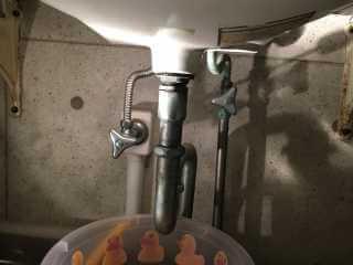 洗面台(TOTOのL546)の下から水漏れ 排水管水漏れ修理