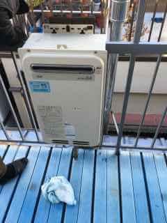 給湯器の水道管が凍結して破裂して水漏れしていると修理依頼