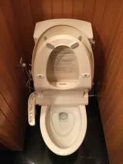 ペーパータオルをトイレに流してつまったを修理