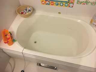 おもちゃがつまっている浴槽